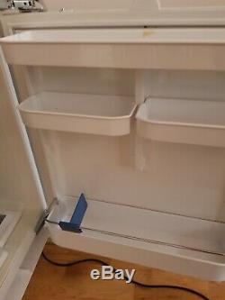 Bosch KUR15A40GB fully integrated under counter fridge