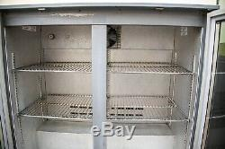 Osborne Undercounter double-glass door drinks display Can fridge 2500 2.4kw Bar